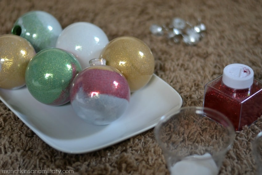 Make your holidays shine with these easy homemade glitter filled ornaments #CleanForTheHolidays