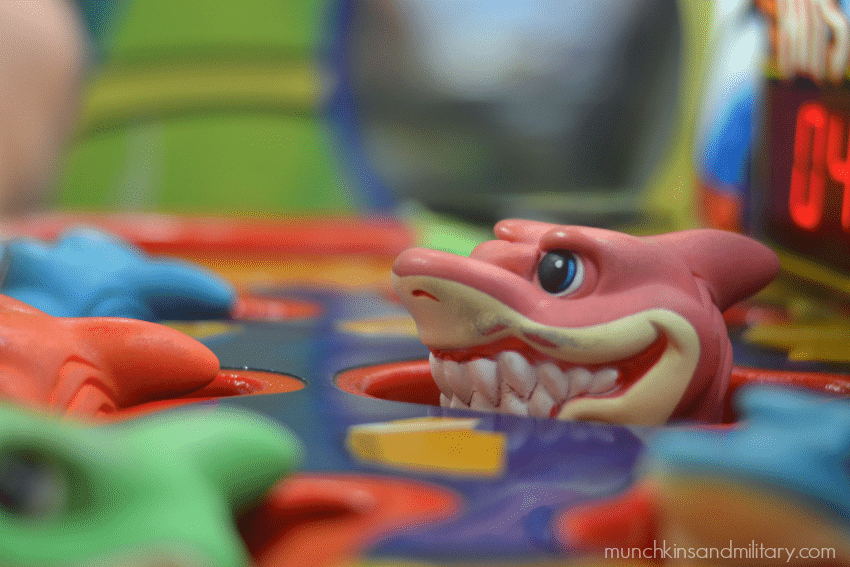 chuck-e-cheeses-shark-game
