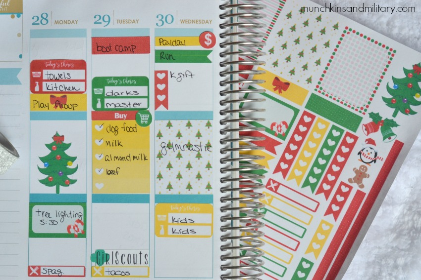 Get your Life Planner looking festive with this fun free set of printable Christmas planner stickers #planneraddict